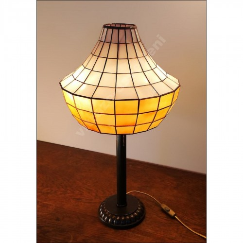 Tiffany stolní lampa Akrus 30